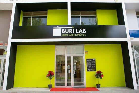 Puerta de entrada a BURI LAB · ESPAI GASTRONÒMIC en Avenida Olímpica, 5, Torrent, Valencia.