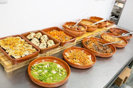 Gran variedad de platos de cuchara: manetas guisadas, lentejas, potaje, y muchos más...