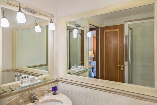 Family Superior Guest Bathroom