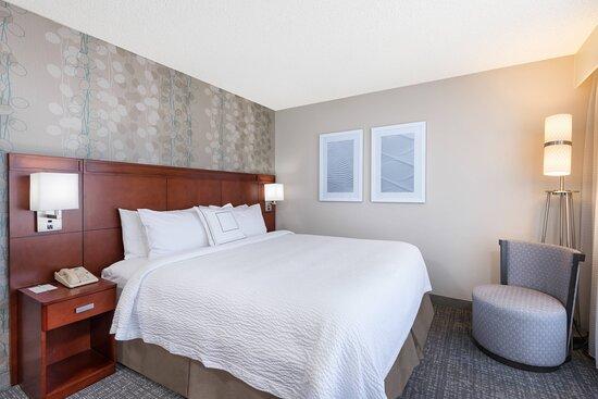 King Guest Room - Sleeping Area