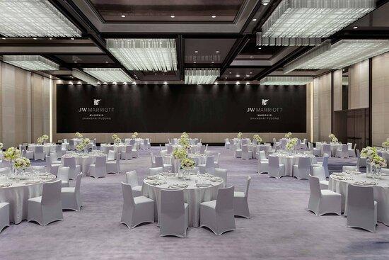 Grand Marquis - Banquet Setup