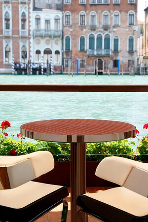 Riva Lounge - Table for two