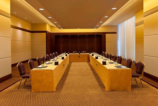 Prusa Meeting Room - U-Shape Setup