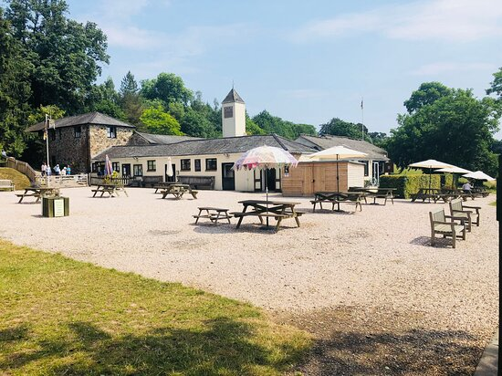 Christow, UK: The Pretty Courtyard offers plenty of space to take sit, relax and refuel after your walk around the estate.