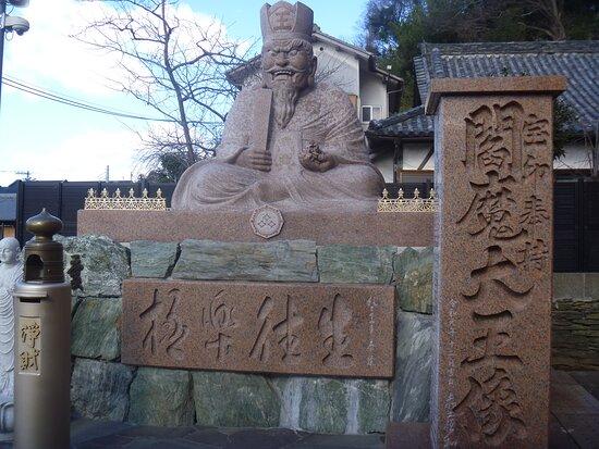 Emma Daio Statue