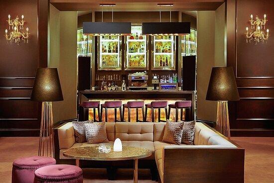Atelier Lounge Bar Area