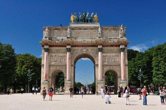 Παρίσι, Γαλλία: Arco del Carrusel frente al Louvre