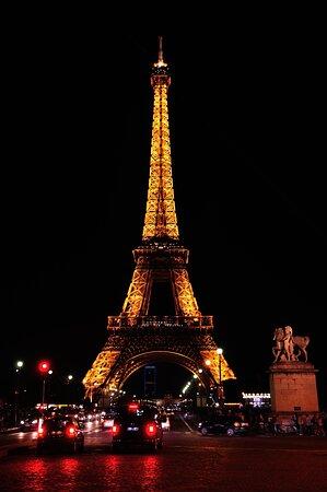 Παρίσι, Γαλλία: Tour Eiffel iluminada