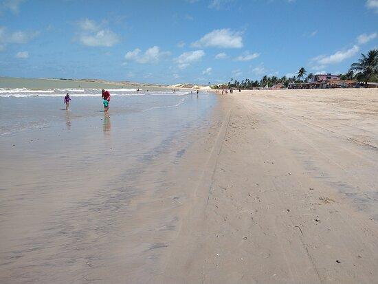 Em pleno ano novo, praia vazia.