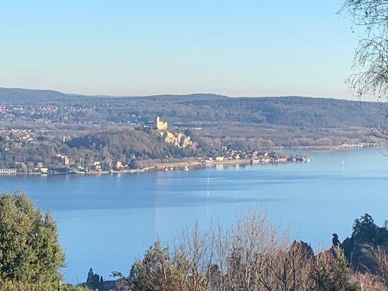 Lake Maggiore, Taliansko: Il lago maggiore visto dalle montagne  piemontesi