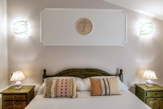 Camera Matrimoniale / Double Room with Queen Size Bed
