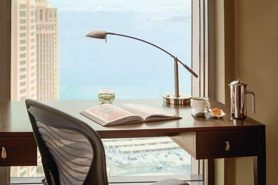 King Superior Guest Room - Work Desk