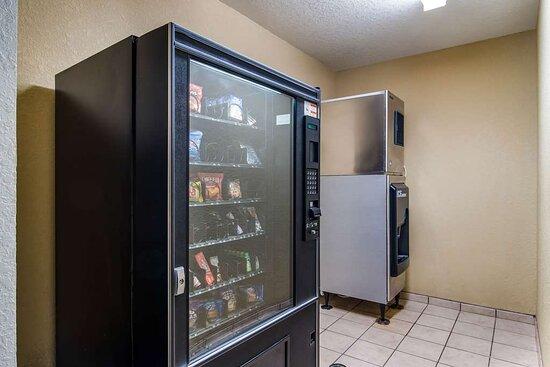 Motel Canton vending