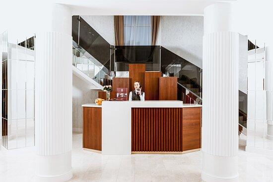 Отель предлагает гостям 79 номеров, различных категорий:«Классик», «Стандарт», «Супериор», «Люкс».