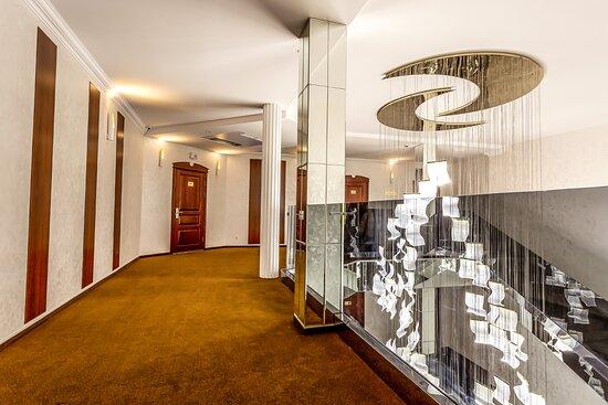 Отель предлагает гостям 79 номеров, различных категорий:«Классик», «Стандарт», «Супериор», «Люкс»