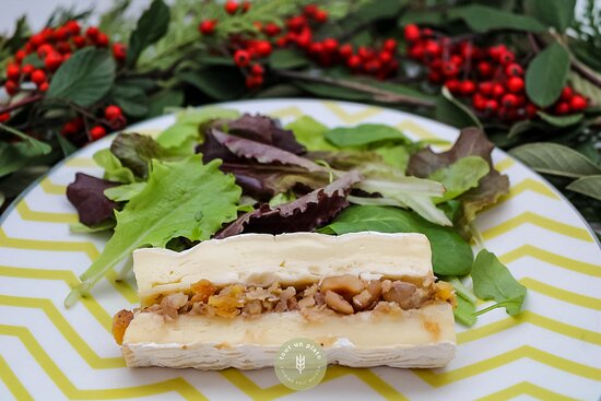 Brie de Meaux au lait cru AOP fourré aux mendiants