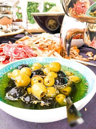 Bellingwolde, เนเธอร์แลนด์: Huis gemarineerde olijven, hmmm lekker!