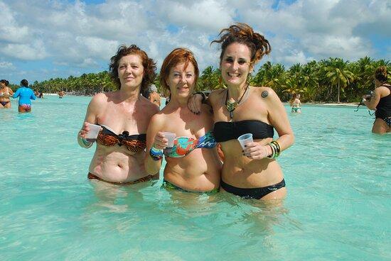 ISLA SAONA, bebiendo RON y disfrutando de las piscinas naturales. Aguas cristalinas y ambiente maravilloso.