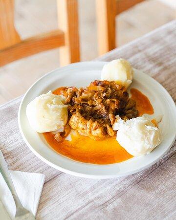 La Vespa Cocina Canaria / Bacalao encebollado con papas guisadas.