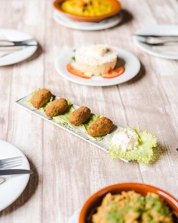 La Vespa Cocina Canaria / Potaje de trigo, ensaladilla de batata, croquetas y un sabroso escaldón de gofio y mojo verde.