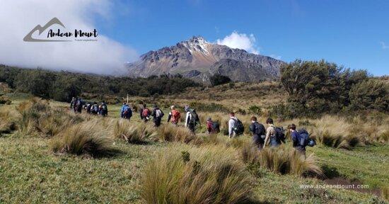 Ilinizas Hiking Day Tour: Viajes de turismo y expediciones memorables de aventura, senderismo, montañismo y alpinismo en las montañas, paisajes y pueblos más hermosos de Ecuador y América del Sur.  https://www.facebook.com/andeanmount