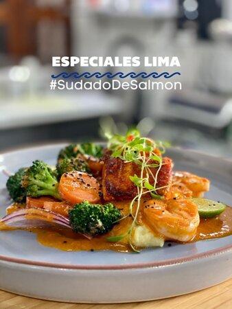 ESPECIALES LIMA- SUDADO DE SALMON EN SALSA DE CHILES PERUANOS. PURE DE PAPA Y VEGETALES SALTEADOS.