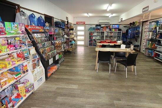 Hamelin Pool, Australie : Quite a few things sold here