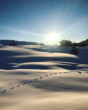 Hornindal, Noruega: Solnedgong med setra i bakgrunnen
