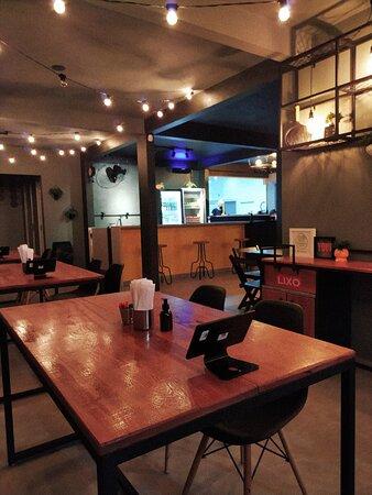 Loja física - Hermoso Burger em Bombinhas.