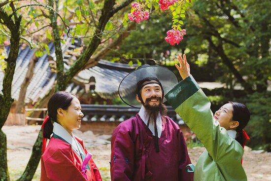 Soswaewon Garden Walking Tour in Traditional Korean Costume...