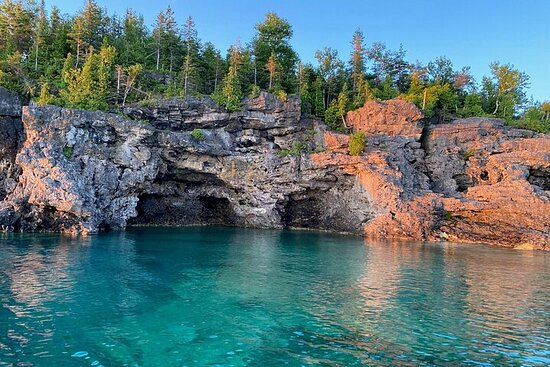 Private 2-Hour Boat Tour in Bruce Peninsula from Little Tub Harbour