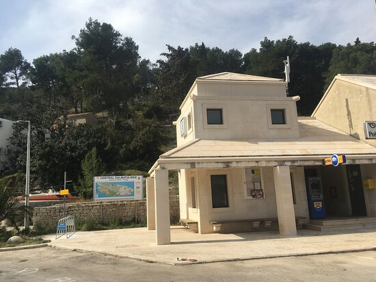 Selca, Croatia: Bike friendly Spot : Bike Parking, free wi-fi , TIC Povlja,ATM and Post Office.