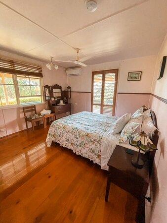 Cooroy, أستراليا: Cooroy Room (Queen Room) with ensuite