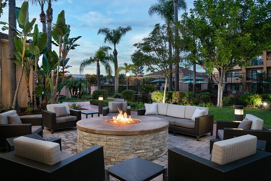 Outdoor Seating & Firepit
