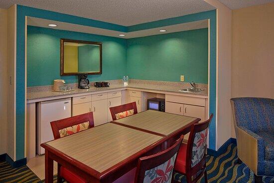 Penthouse Suite - Dining Area