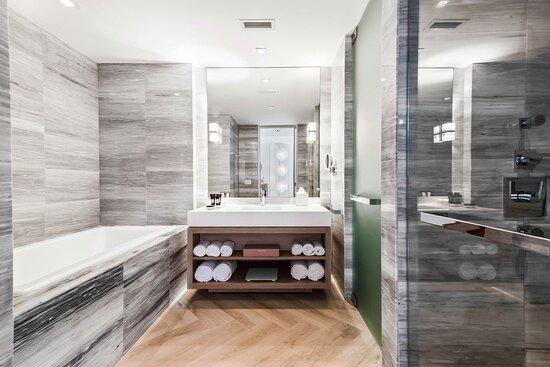 Oasis Suite Bathroom