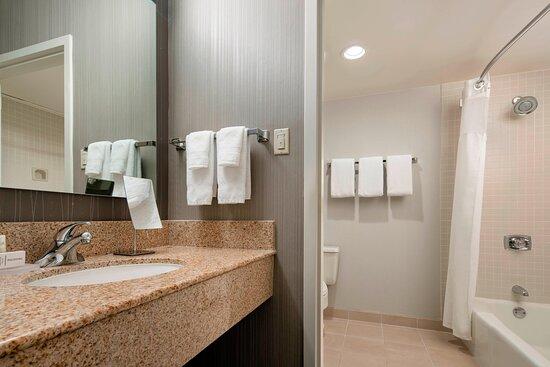 Guest Bathroom - Tub/Shower