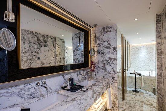 The Diamond Suite - Main Bathroom