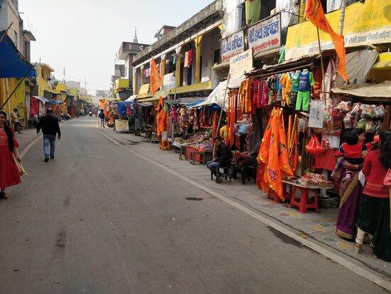 Ayodhya, India: Road to Hanuman Garhi