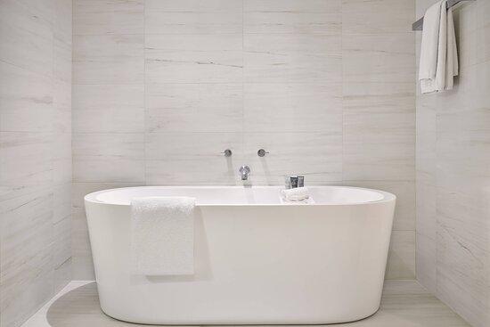 One-Bedroom Suite - Soaking Tub