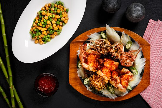 Pan – Fried King Prawn, Cantonese Barbecue Sauce -Sautéed Sweet Peas with Gorgon Fruit