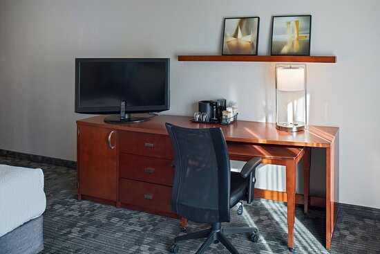 King Guest Room - Work Space