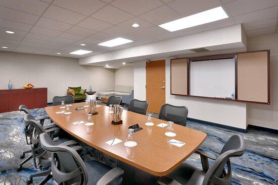 Mount Rainier - Boardroom Setup