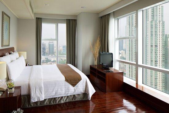 Two-Bedroom Deluxe Suite - Master Bedroom