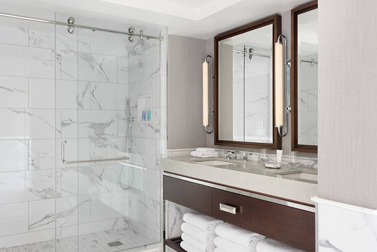 Long Wharf Presidential Suite -  Guest Bathroom