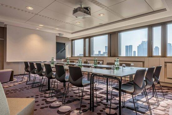 Lux Meeting Room