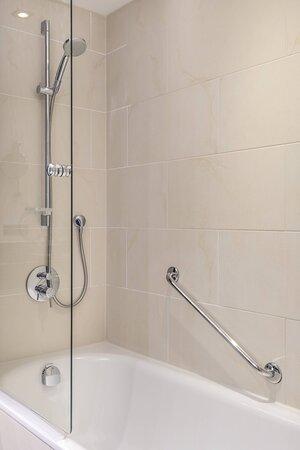 Guest Room Bathroom - Bathtub