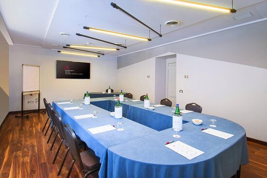 Borghese 2 Meeting Room - U-Shape Setup