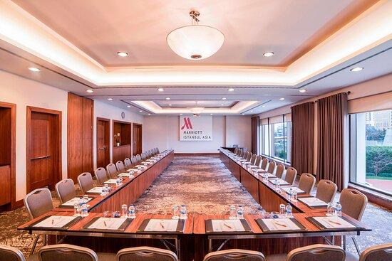 Lapis Meeting Room - U Style