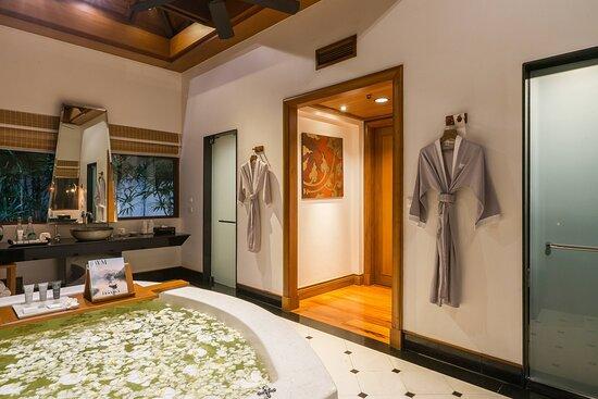 Royal Villa - Bathroom
